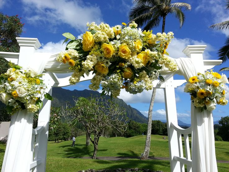 easley designs floral display on koolaus arch in their outdoor garden