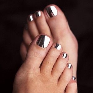 Metallic Toes.i want this really bad!!! Where do I get from
