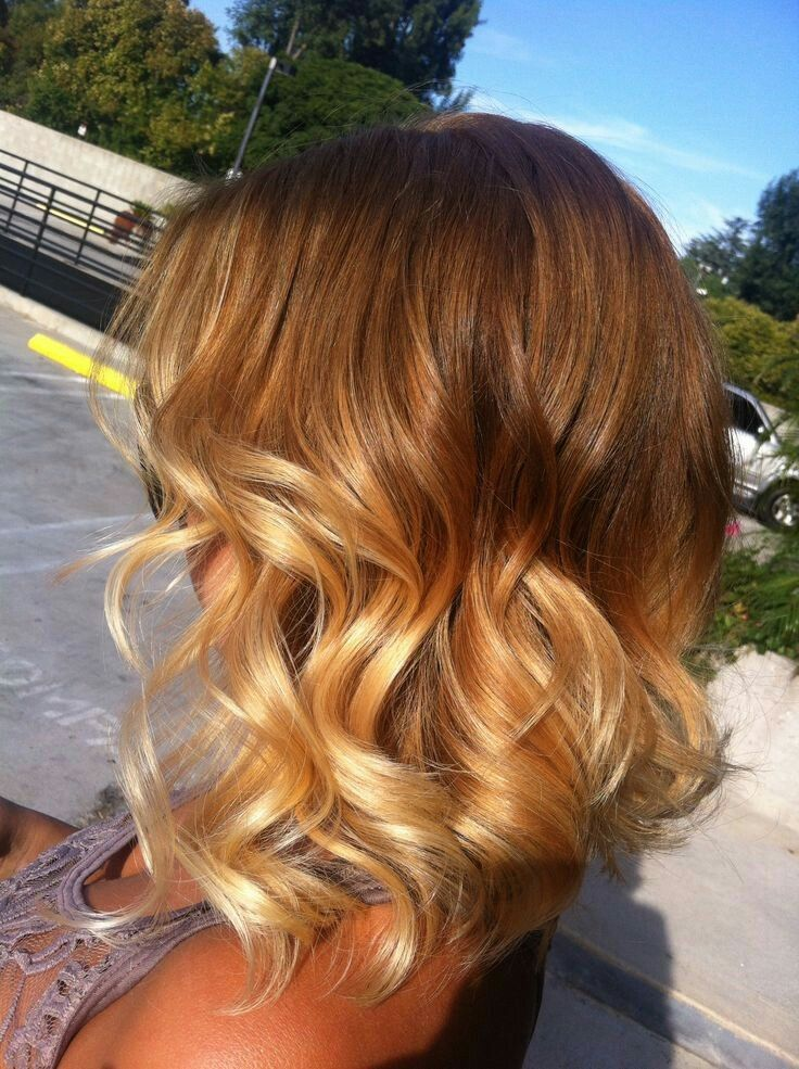 Caramel blonde wavy bob balayage