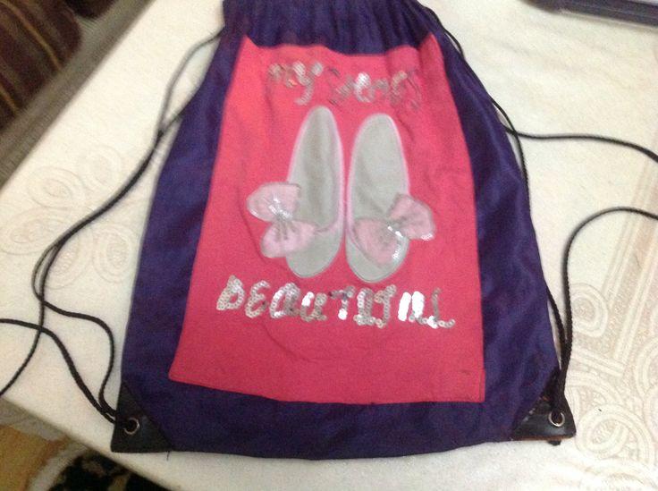 Kızımın penyesındeki nakışı çantaya monte ettim..
