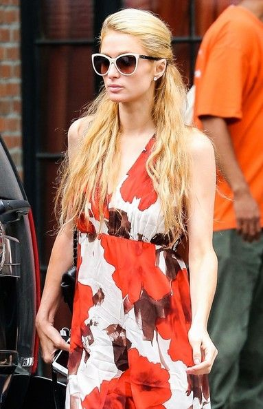 Paris Hilton Photos: Paris Hilton Outside The Bowery Hotel