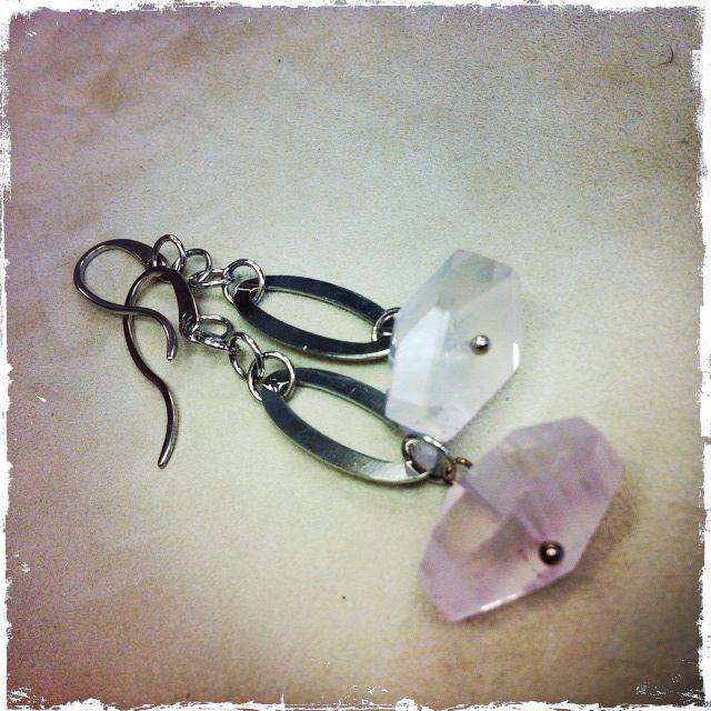 Orecchini in quarzo rosa, montati su argento