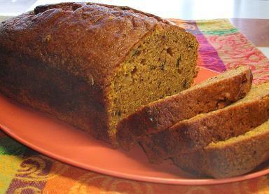 Con el delicioso aroma y sabor a especias: Panqué de calabaza: Es panqué de calabaza es delicioso en el desayuno o de postre especialmente durante la temporada de otoño-invierno.