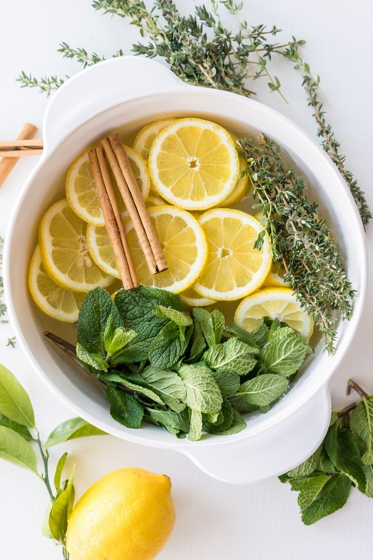 These stovetop potpourri ideas create an amazing natural homemade scent that will bring the smell of spring into your home. Stove Top Potpourri, Simmering Potpourri, Potpourri Recipes, Homemade Potpourri, House Smell Good, House Smells, Home Design, Make 100 A Day, How To Make
