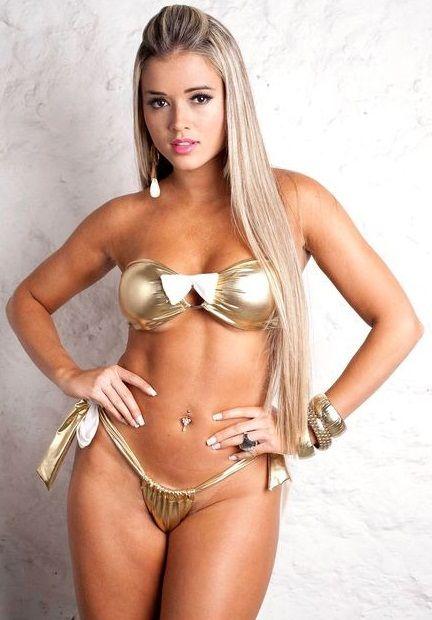 Brasileira gostosa de bikini na praia 1 4