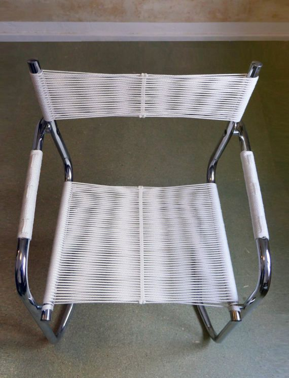 Modern cantilever chair with woven white seating Moderner