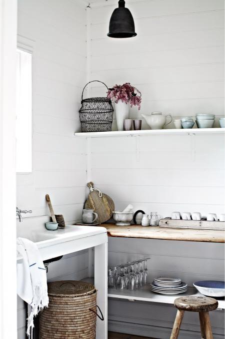 white-walls-shelf-ACXM12p37