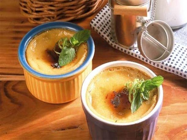 La leche asada es un postre peruano que a la mayoría de personas les gusta. Por ello, para que lo disfrutes, a continuación te damos la receta brindada por recetas-de-cocina.net y te compartimos un video referencial.