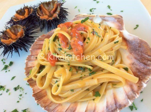 La pasta con i ricci di mare è un primo piatto di pesce dal sapore unico e inconfondibile