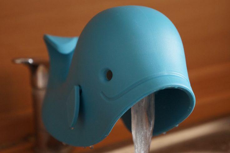Jakiś czas po jedzeniu, czas na kąpiel :) Aby nasz maluch przyjemnie kojarzył wodę i samą kąpiel przyda się nakładka na kran w kształcie wieloryba ;) Równiez od Skip Hopa :)   Przyjazna buzia zawsze się przyda :)
