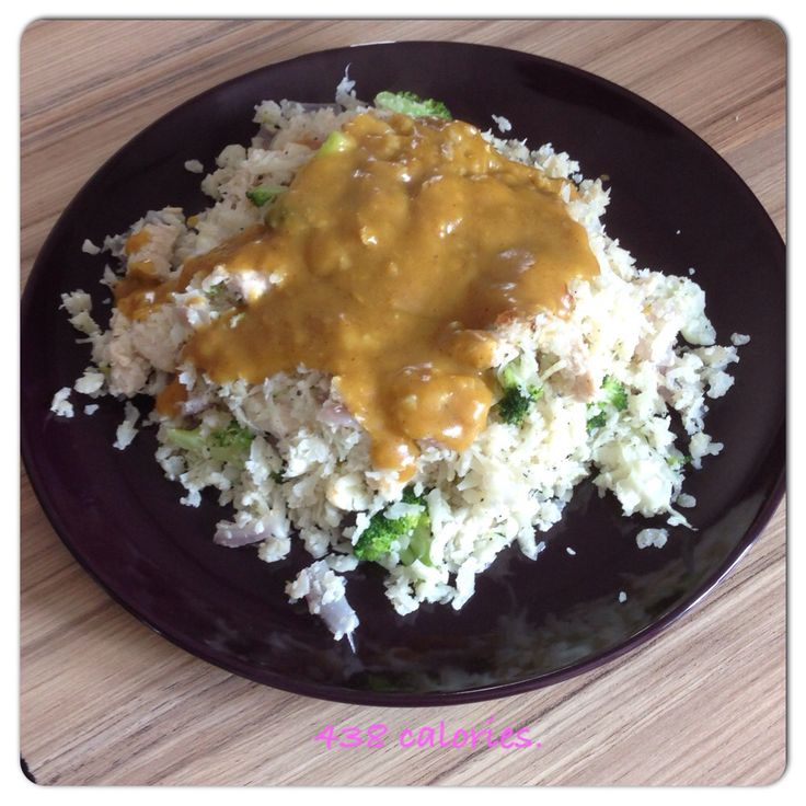 Clean 9 meals under 600 calories chicken and broccoli cauliflower rice and curry sauce!   600 ...