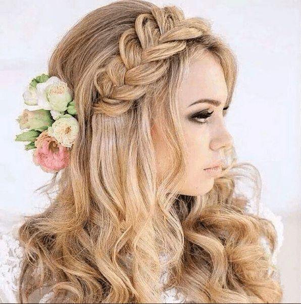 Estos 11 peinados semirecogidos harán que no pierdas lo hermoso que luce el largo de tu cabello y ya no te hará ver como todos los días.