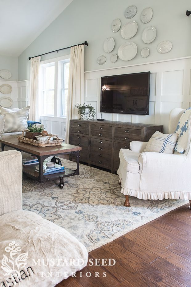 1214 best favorite paint colors images on pinterest Benjamin moore glass slipper living room