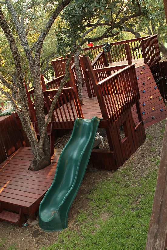 Kids' Tree Fort - Multilevel decks. Love this.