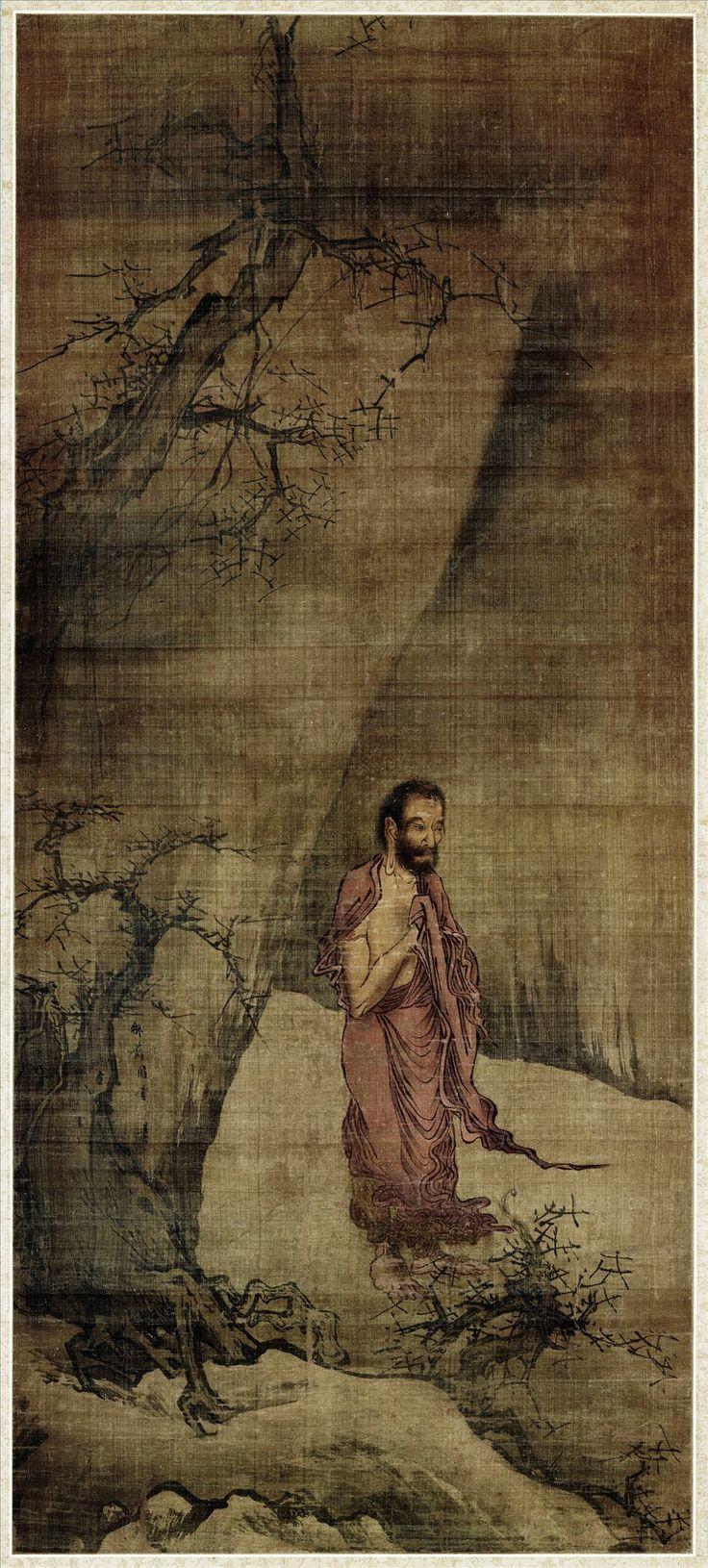 """Liang Kai(梁楷) , 南宋 梁楷 释迦出山图轴  日本日野原宣藏。 释迦着单衣跣足站于枯树旁,手举胸前,双眸微微下视,面容清瘦,须发密长。尽管已值冬季,衣带在寒风中飘举,但释迦似乎并未感受到寒冷,丝毫没有瑟瑟呵冻之态,而是神情专注,愈显入山苦修悟道后,意志弥坚。画家以劲利的线条画排叠的衣纹,用笔谨严,于人物神情刻画尤见功力;苍幹枯枝,用笔劲硬,很好地烘托了环境。背景的坡石略加勾皴,树石的画法还可看出受到李唐的影响,此图与其传世减笔人物画相比,属较为工致的画作。画幅左侧的石壁上署有""""御前图画梁楷""""六字款。"""