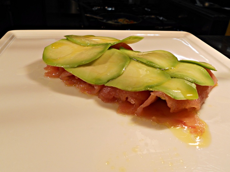 Fresh tuna rolls with avocado mousse