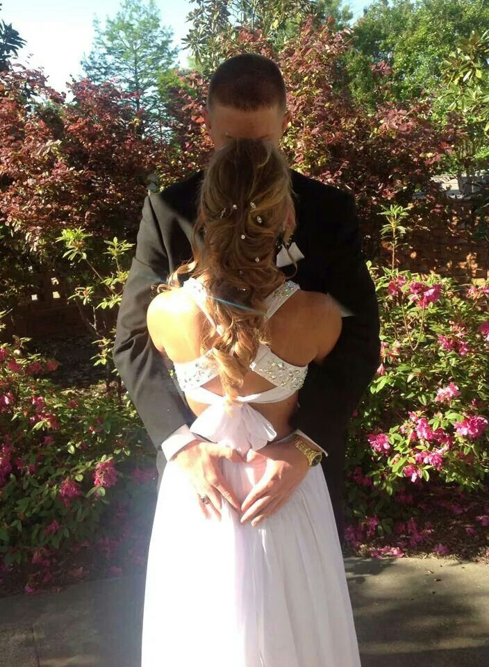 Prom picture ideas for couples, with me and my boyfriend;)