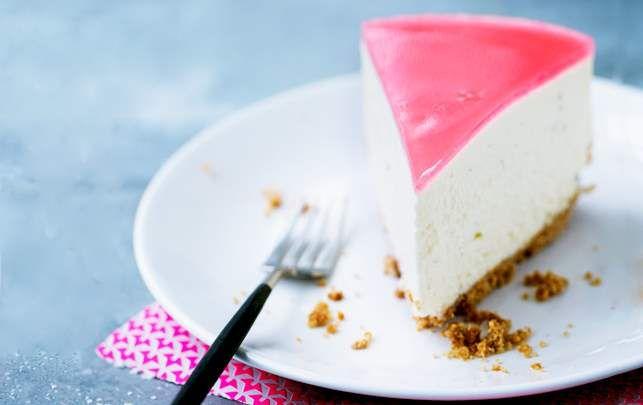 cheesecake med syrlig rabarber-topping