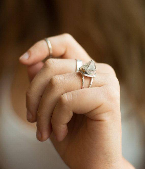Hey, j'ai trouvé ce super article sur Etsy, chez https://www.etsy.com/fr/listing/248780441/quartz-point-bague-bijoux-en-cristal