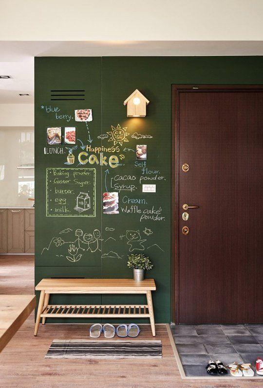 Notizen, Ideen, Sprüche oder einfach nur ein lieber Gruß - eine mit Tafelfarbe gestrichene Wand bietet genügend Platz für alles Wichtige. Noch mehr Inspiration findest Du unter www.form.bar