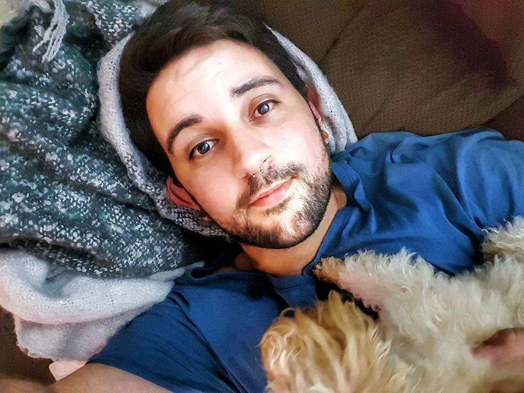 Amor perruno .        #brisbane #australia #poodle #selfie #communism #saturday #gaybrisbane #gayaustralia #septum #gayusa #scruff #barba #beard #coffee #hairy #vscocam #vsco #coffee #nature #gaymexico #gaychile #gayeurope #dog #gayargentina #puppy #gaybeard #bringtheboystogether