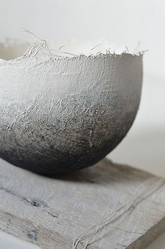 oval bowls out of paper | tableware . Geschirr . vaisselle | Design: Gizella Warburton |