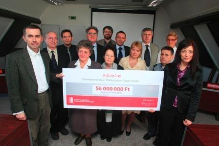Alapítványunk 2010. október 21-én 56 millió forintos adományt adott át 9 kórház gyermekonkológiai osztályának.