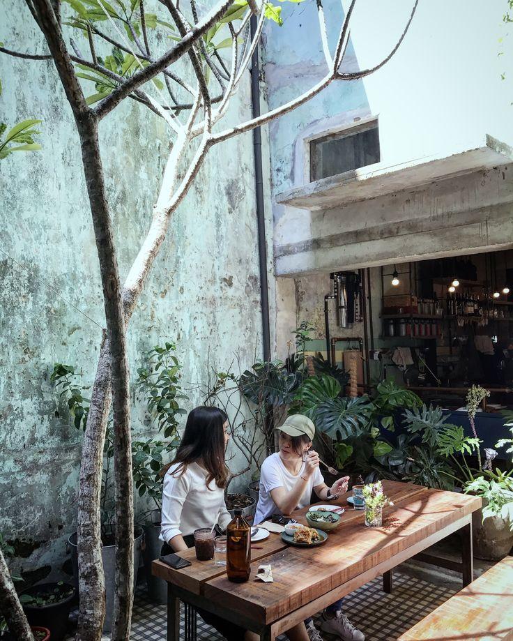 When garden meet cafe