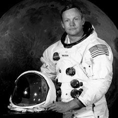 Neil Alden Armstrong (Wapakoneta, 5 agosto 1930 – Cincinnati, 25 agosto 2012) è stato un astronauta e aviatore statunitense. Laureato in ingegneria aeronautica alla Purdue University, ha conseguito il master in ingegneria aerospaziale all'Università della California del Sud.