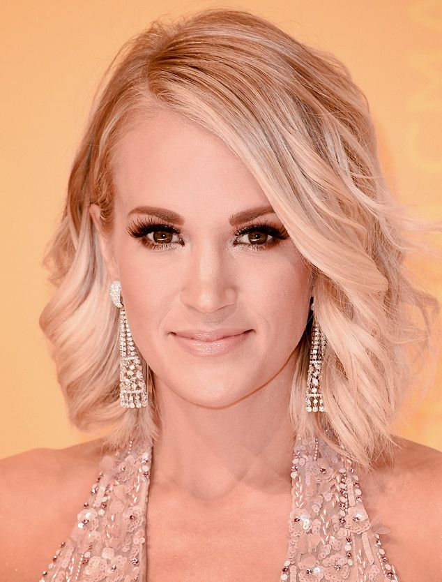 Carrie Underwood's Tinsel Smoky Eye Is Perfect for Upcoming Holiday Parties?Here's How to Get It | E! Online Mobile