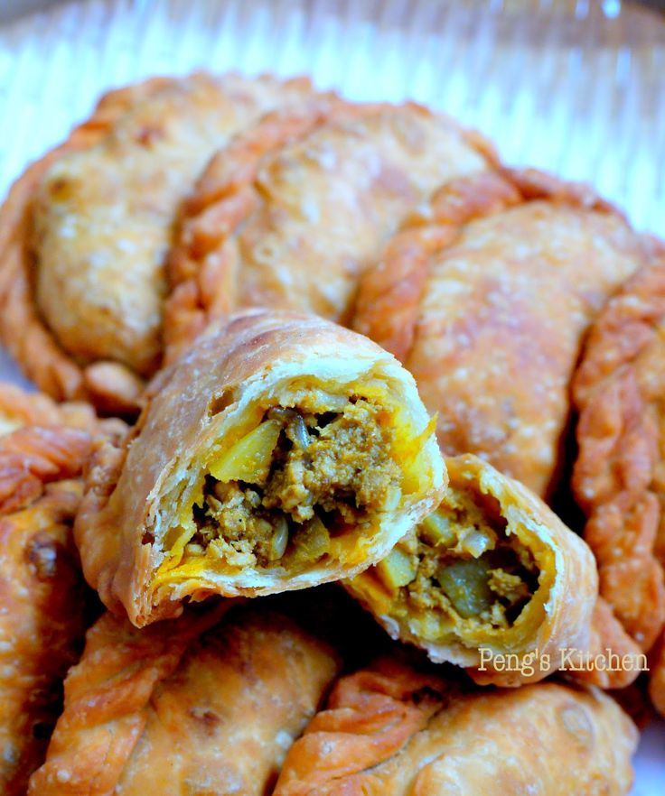 Special request from my boy again...his favourite Curry Puffs! Therefore I took this opportunity to test out another recipe :) This time ro...