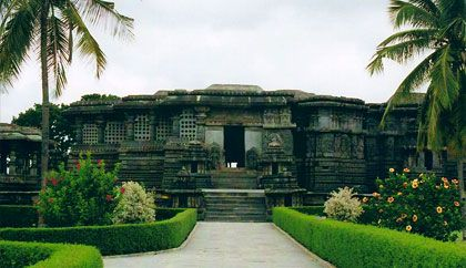 #HoysaleshvaraTemple, Halebidu Mysore – Quite a Famous Place for History - The Hoysaleshvara Temple, Halebidu #Mysore is around 150 kilometers from the main city of Mysore and it took a day's time to cover the entire temple. The place is situated in the centre of the city and has lots of special qualities about it. It is one amongst the oldest #temples, which were built in the southern part of the country, and maintained very well by the authorities. #travel #wanderlust #attraction…