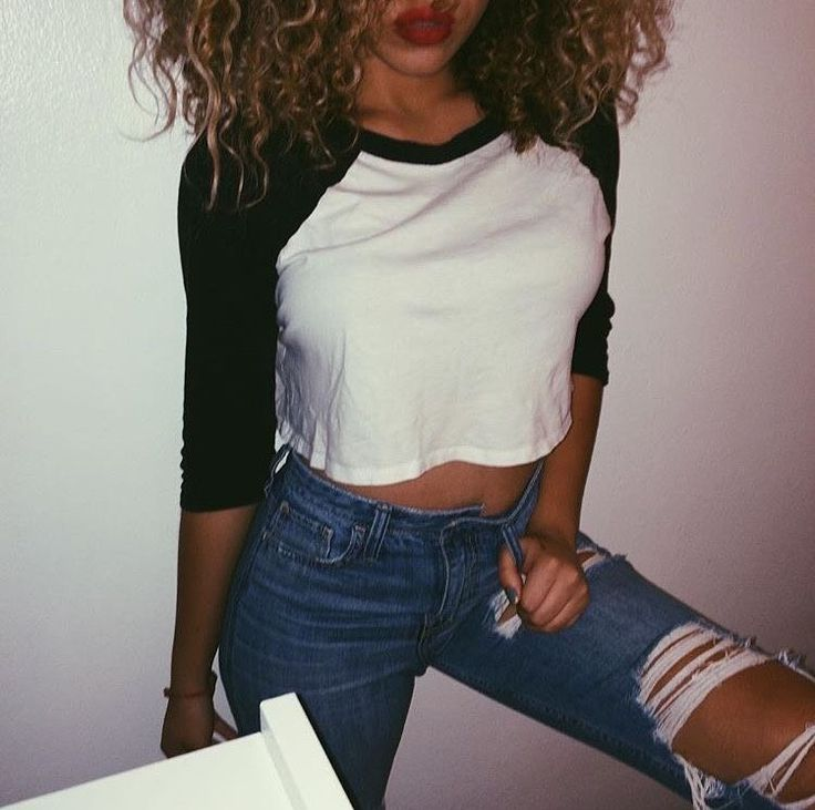 Cute outfit. Cropped baseball tee. Ripped jeans. Team fashion. Tumblr outfits