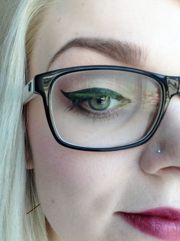 Makeup tips for wearing glasses