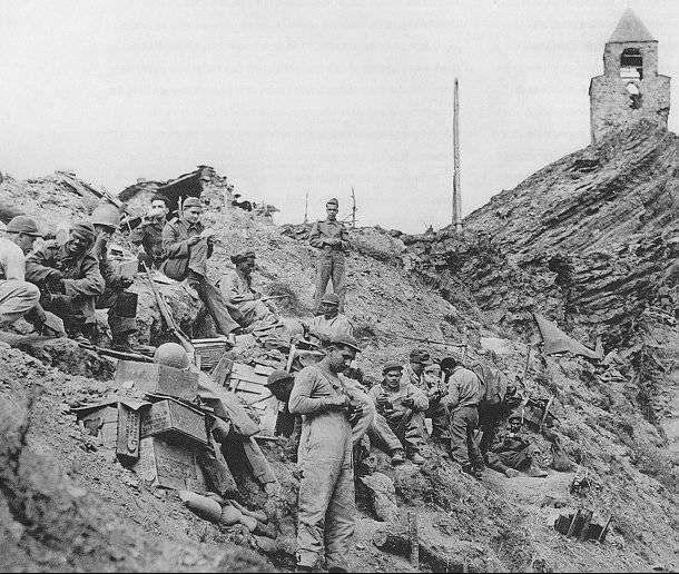 Brasil na Segunda Guerra Mundial  - Tropas brasileiras em Monte Castelo (Arquivo Diana Oliveira Maciel)   http://www.historiailustrada.com.br/2014/04/fotos-raras-brasil-na-segunda-guerra.html#.VW9y4c9Viko