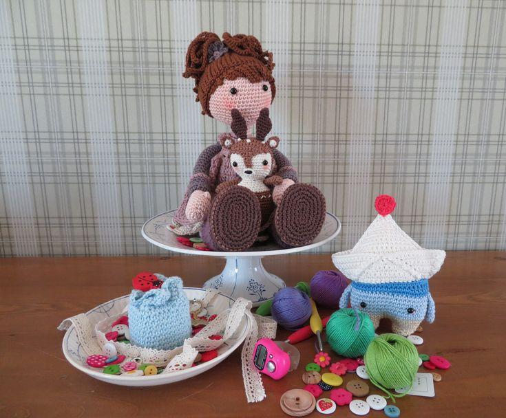 Zelfgehaakt... Mia en hertje: kooppatroon CaroCreated.  Bootje Fiete: kooppatroon: Lalylala.  Cupcake: gratis patroon Grietjekarrewietje.