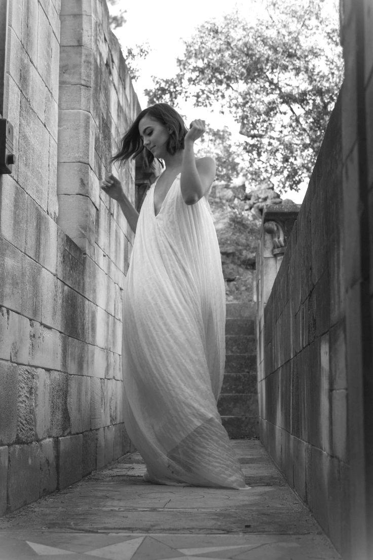Jeanne Source Créatrice de robes de mariée // ODILE // mousseline de soie , crêpe de soie et dentelle www.jeannesource.fr