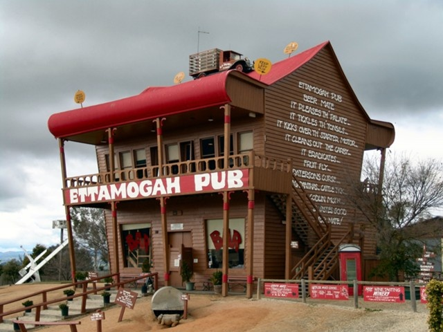 Famous pub, Ettamogah Pub, Albury, New South Wales, Australia - www.mr2percent.com