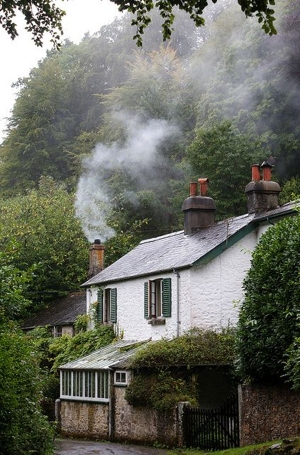 Belstone Cottage, UK Luisa : I especially like the smoke coming out from the house: it gives you an idea of ​​refuge and comfort, while all around it seems a bit '... cold