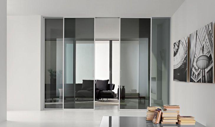 porta scorrevole in alluminio e vetro magic con mantovana a scomparsa