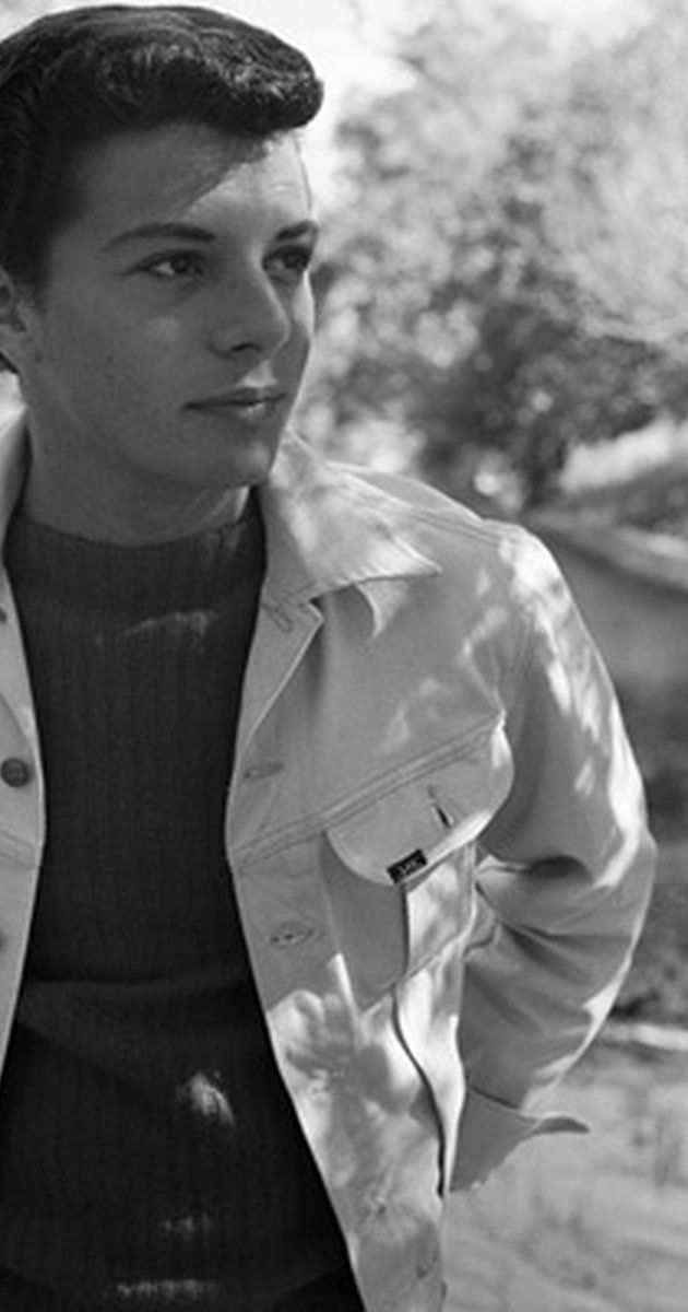One of a spate of teen idols to come out of Philadelphia in the 1950s and 1960s, Frankie Avalon--unlike many of the others--actually had a musical ...