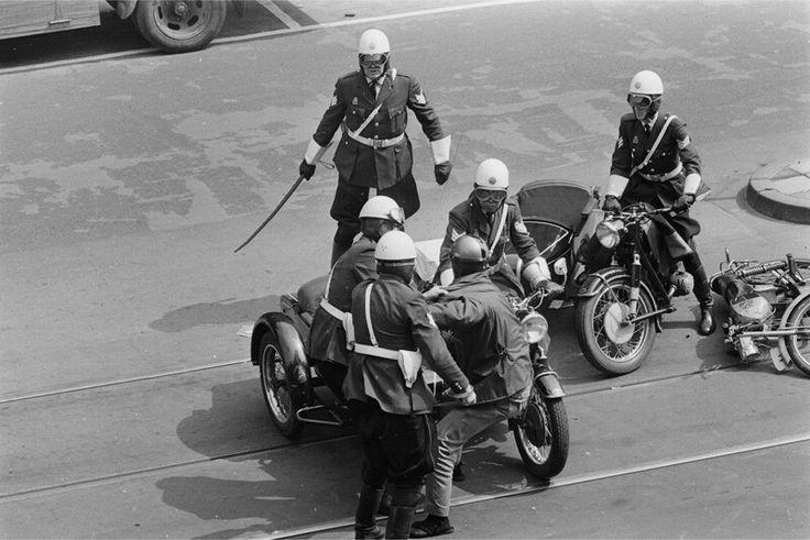 Politiemotoren provo's Amsterdam