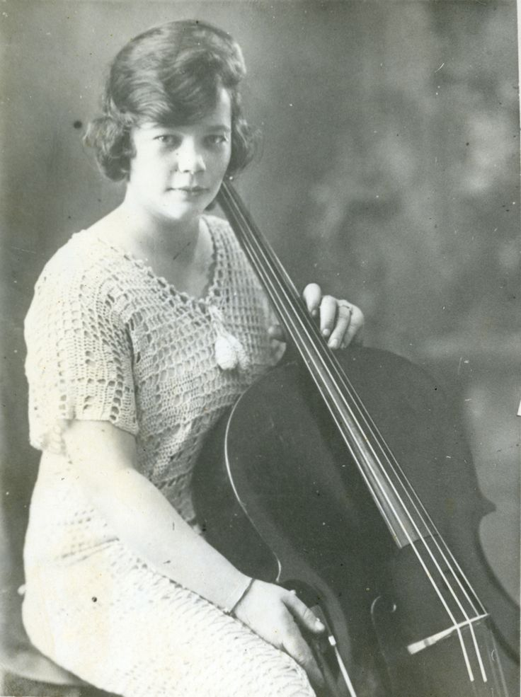 Image: Marjorie Bowman as a young cellist in 1915. Courtesy Ted Witham.  Cellist Marjorie Bowman gave up an opportunity to play with Europe's finest orchestras to become a music teacher in the West Australian wheatbelt town of Tambellup. In issue 18 of Inside History, former pupil Ted Witham recalls her legacy.