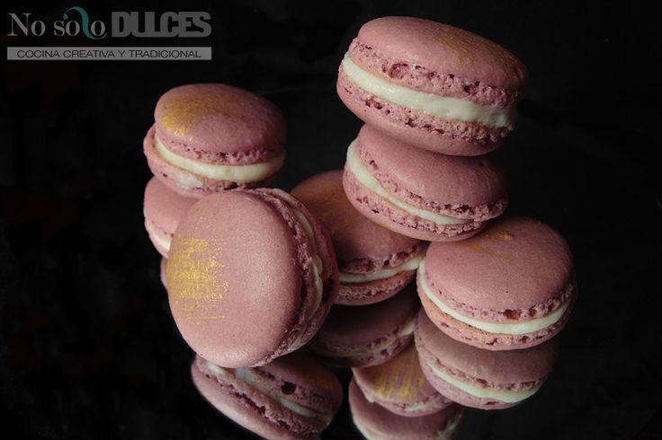 La receta y claves para conseguir un macaron perfecto. El postre de moda con ganache de chocolate con leche y frambuesas, o dulce de leche.
