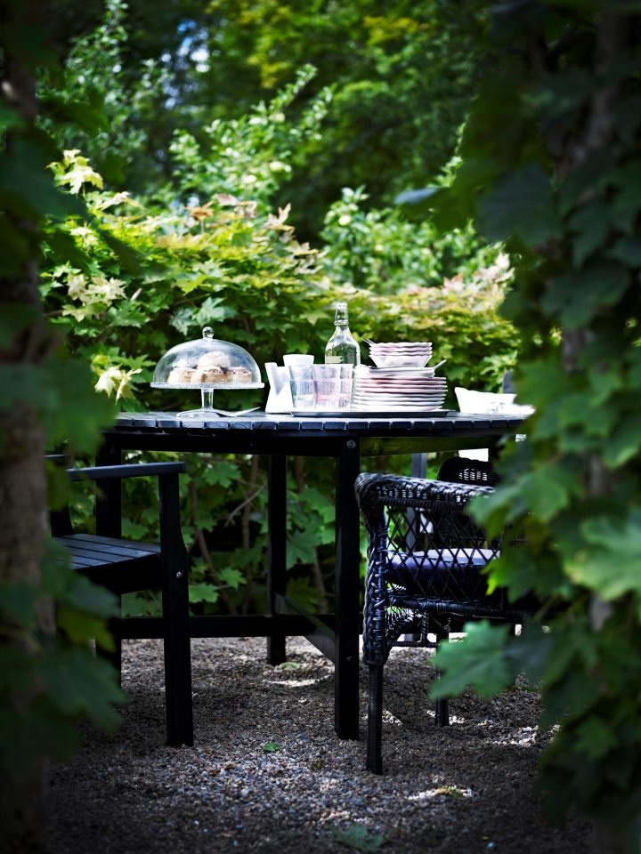 el buen tiempo nos invita a comer fuera aprovecha cada rincn de tu jardin