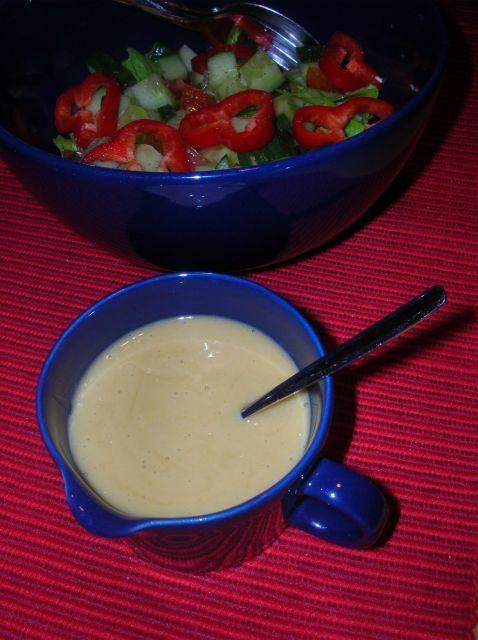 Halpa ja maukas vaihtoehto perinteisille kaupan kastikkeille! Gluteeniton, kananmunaton, kasvisruoka, vegaani, maidoton. Reseptiä katsottu 20950 kertaa. Reseptin tekijä: Kissanminttu.