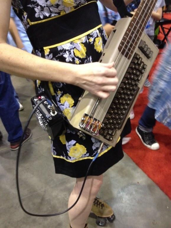 Commodore 64 Bass Guitar... beaux-bidules