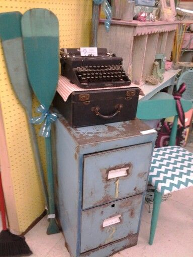 15 best images about vintage typewriters on pinterest for Kitchen cabinets johnson city tn