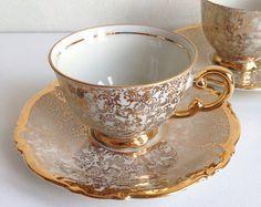 Šálek na kávu * zlatým okrajem lemovaný bílý porcelán s ručně malovanou zlatou dekorací ♥♥♥