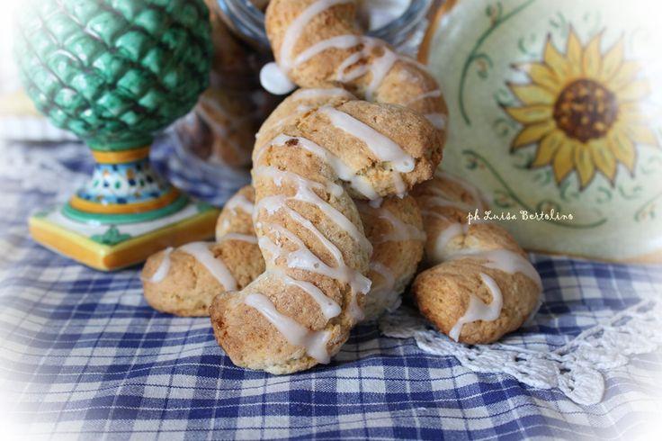 Biscotti di Monreale: tipici di questa bellissima cittadina, dove si possono acquistare in qualsiasi panificio o pasticceria .